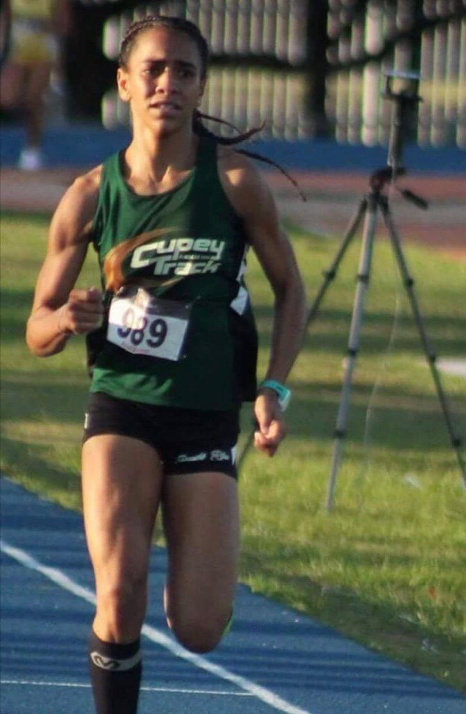 Atleta Adanelly Rodriguez León en Pista