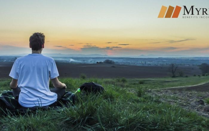 persona meditando